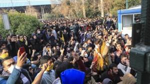 Ein Revolutionswächter bei Unruhen getötet