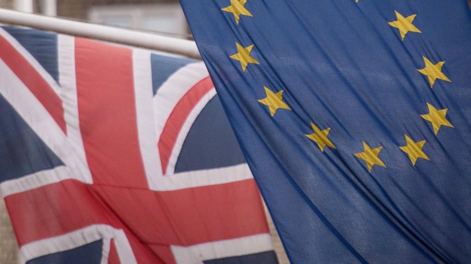 Die Flaggen Großbritanniens und der EU