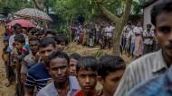 Tausende Rohingya sitzen im Niemandsland fest