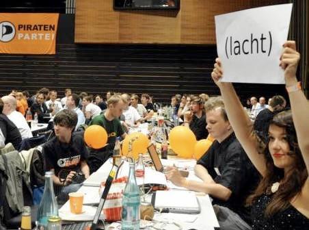 Lachen für die Partei: Julia Schramm auf einer Veranstaltung der Piraten 2011
