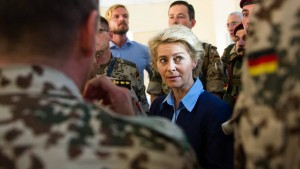 Von der Leyen erwägt Ausbildungsmission im Irak