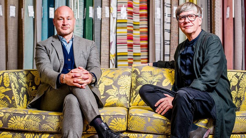 Stilbewusst: Torsten Poschardt und Stefan Gabel (rechts) im Showroom des Textilverlags in Oberursel