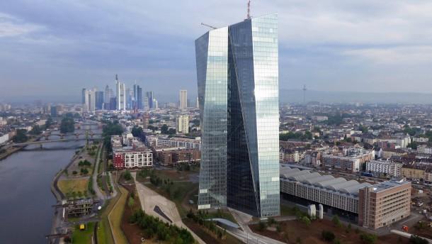EZB fordert grenzüberschreitende Bankenfusionen
