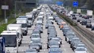 Nichts geht mehr: So wie auf der A5 bei Gräfenhausen stauen sich in Hessen immer öfter Fahrzeuge auf den Autobahnen.