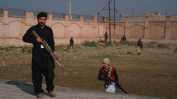 Zahlreiche Tote bei Taliban-Angriff auf Universität