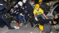 Schwere Zusammenstöße zwischen Polizei und Demonstranten