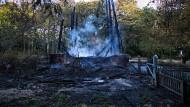 Nach dem Brand stehen nur noch die Grundpfeiler des Goetheturms