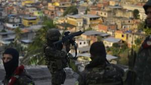 Soldaten in Rio feuern tödliche Schüsse auf Familie ab