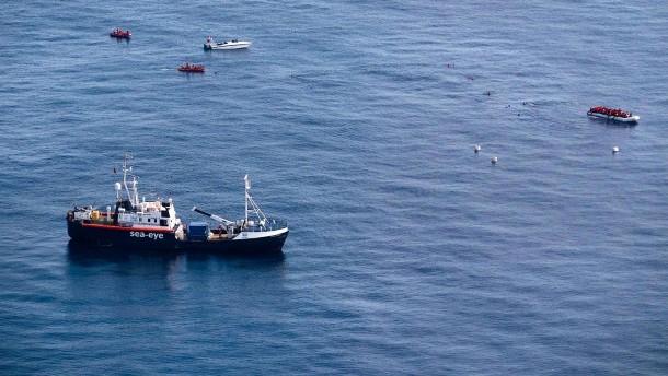 """""""Alan Kurdi"""" wartet vor Sizilien weiter auf Hafen"""