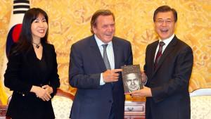 Schröders neue Freundin erhielt schriftliche Abmahnung