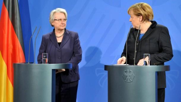 Angela Merkel und Annette Schavan - Die Bundeskanzlerin und die Bundesbildungsministerin geben in Berlin eine Pressekonferenz