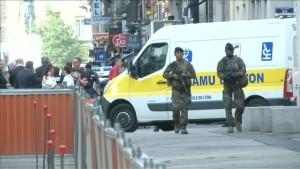 Französische Polizei jagt den Attentäter