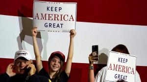 Auch Trumps Wahl-Banner trifft der Handelsstreit