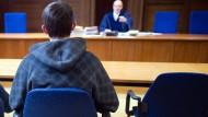 Gleicher Fall, unterschiedliches Urteil: Deutschen Verwaltungsgerichten fehlen Leitentscheidungen im Asyl-Recht.