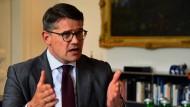 Minister Boris Rhein (CDU) erwartet klare Ansagen aus dem Römer über den geplanten Kulturcampus in Frankfurt.