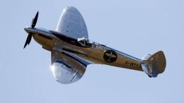 Spitfire-Flugzeug nach Weltumrundung wieder gelandet