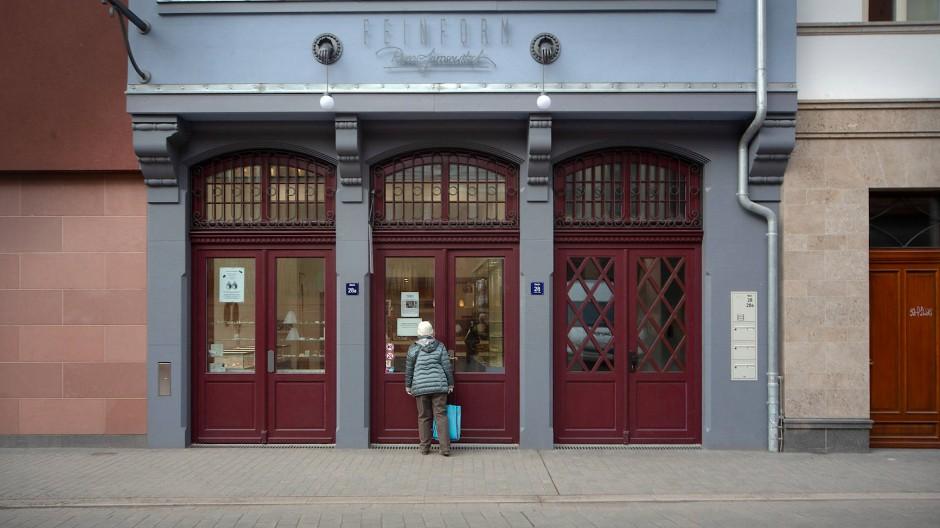 """Wie im Freilichtmuseum: Bei """"Feinform"""" in der neuen Altstadt ist zur Zeit nicht viel los."""