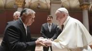 Der ungarische Ministerpräsident Viktor Orbán und Papst Franziskus am Sonntag in Budapest
