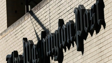 """Das Nachrichtenband der """"Washington Post"""" verkündet es: Frederick J. Ryan ist neuer Herausgeber des Traditionsblatts"""