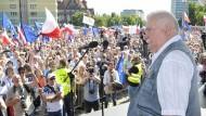 Lech Walesa bei einem Oppositionsprotest in Danzig