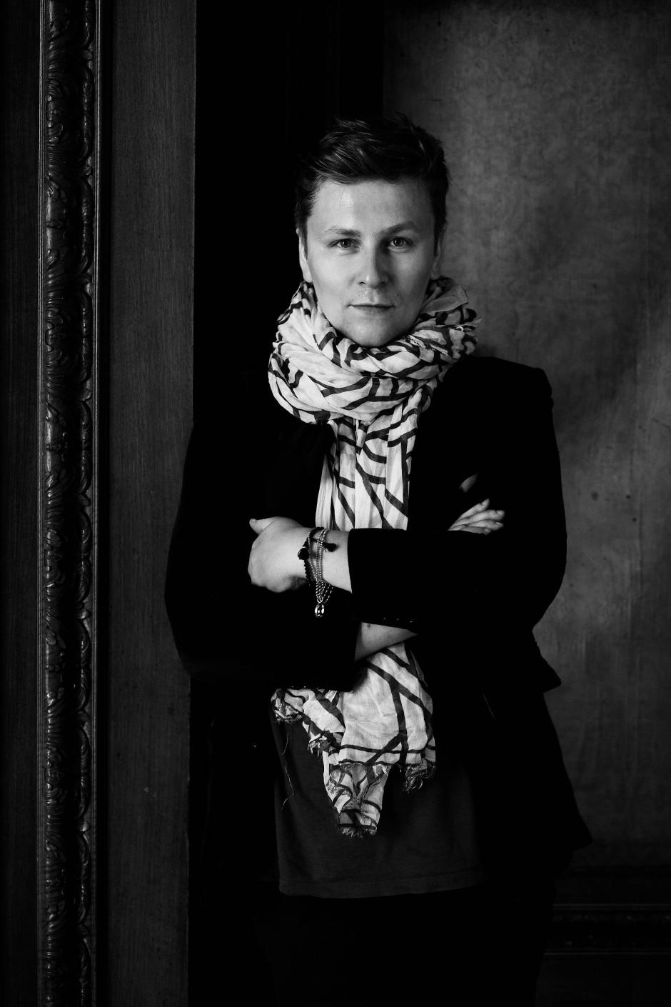 Dawid Tomaszewski, Jahrgang 1980, wurde in Danzig in Polen geboren. Seit 2009 führt er in Berlin sein eigenes Label.