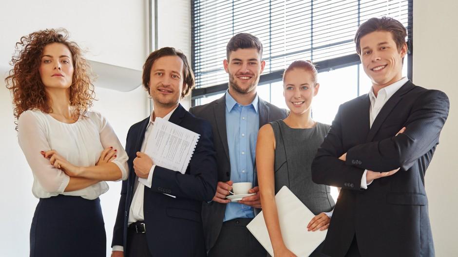 Damit das Lachen nicht vergeht, sollten Berufseinsteiger fünf Dinge beachten.