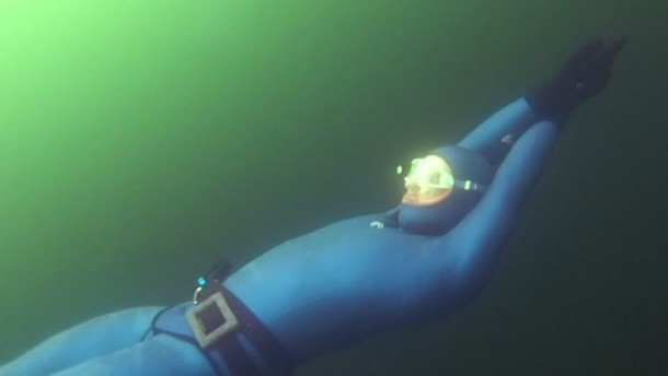 180 Meter Apnoe-Eistauchen