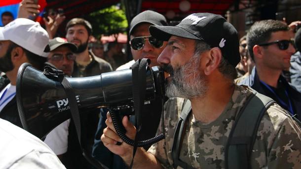 Armenische Opposition legt Hauptstadt lahm