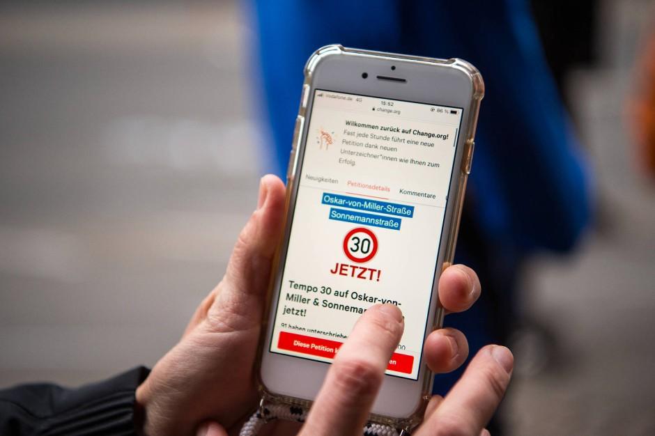 """Die Online-Petition """"Tempo 30 auf Oskar-von-Miller & Sonnemannstraße"""" am Tag nach dem schweren Unfall im Frankfurter Ostend"""