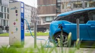 Zumindest die Internationale Energieagentur glaubt nicht, dass künftig die Mehrheit der Menschen mit einem E-Auto unterwegs sein wird.