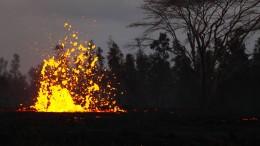 Kilauea spuckt Lava und Asche