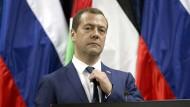 Der russsiche Ministerpräsident Dmitri Medwedew, aufgenommen bei einem Besuch in Jericho in der West Bank im November 2016.