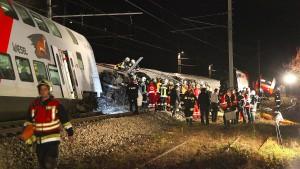 Drei Schwerverletzte bei Zusammenstoß zweier Züge