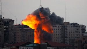 Israel wird aus Syrien und dem Libanon beschossen