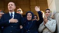 Recep Tayyip Erdogan mit seiner Frau und Tochter.