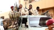 In Sudan ist kein Ende der Gewalt in Sicht: Soldaten und Milizen kontrollieren das Zentrum der Hauptstadt.