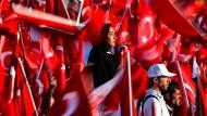In Deutschland ist man zunehmend besorgt über die Aktivitäten der türkischen Regierung.