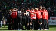 Geschlossene Gesellschaft: Eintracht-Trainer Kovac beginnt noch in Bremen mit ersten Maßnahmen, seine Mannschaft wieder aufzurichten.