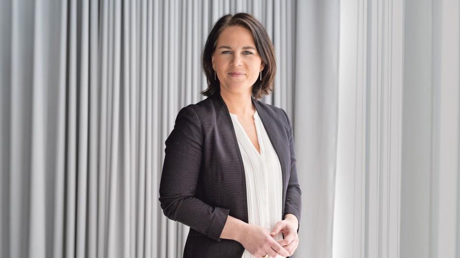 """Nur mit einer inhaltlichen Zuspitzung kann sich Annalena Baerbock noch behaupten, findet die Berliner Agentur """"Super an der Spree""""."""