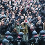 Chemnitz im August vergangenen Jahres: Die Polizei verhindert das Aufeinanderprallen von rechten und linken Gruppen.