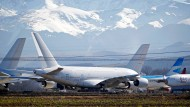 Umlackiert und abgestellt im südfranzösischen Tarbes-Lourdes: A380-Flugzeuge der Fondsgesellschaft Dr. Peters – ehemals für Singapore Airlines in der Luft