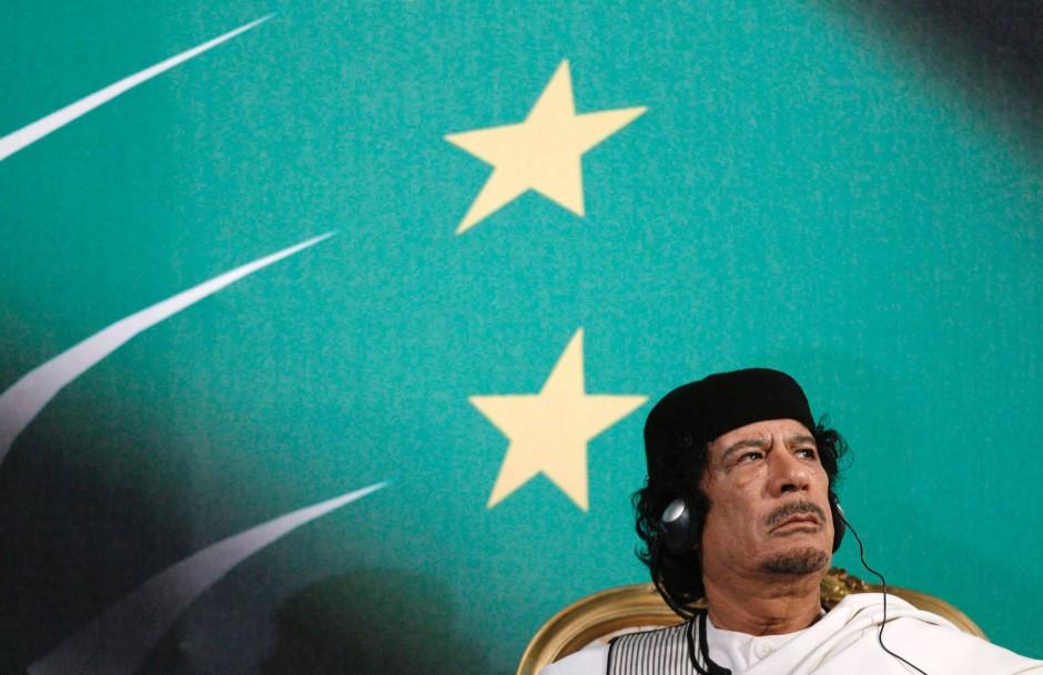 Gaddafi bei einem Treffen mit dem italienischen Ministerpräsidenten Berlusconi in Rom im August 2010