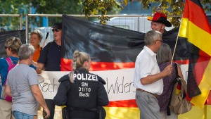 ZDF-Mitarbeiter und Dresdner Polizei sprechen miteinander