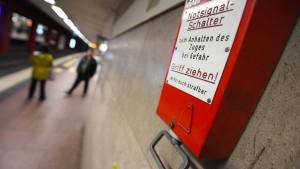 Den Frankfurter U-Bahnhöfen fehlt es an Notbremsen