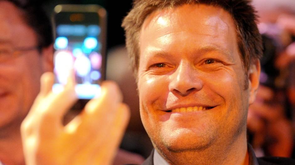 Bitte lächeln: Fotos will Grünen-Chef Robert Habeck weiterhin bei Instagram veröffentlichen.
