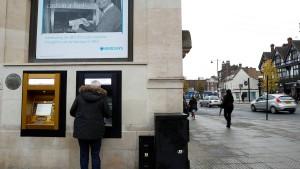 Briten geben erstmals seit fünf Jahren weniger aus