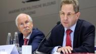 Der Präsident des Verfassungsschutzes, Maaßen (rechts), und Generalbundesanwalt Range, als er noch im Amt war.
