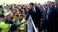 Keine Chance im internationalen Wettbewerb: Macron bei einem Fabrikbesuch in Boves in der Nähe von Amiens am 3. Oktober