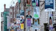 """Wahlplakate in Dublin: """"Es geht nicht nur um die Wirtschaft. Die Wut der Leute auf den politischen Mainstream reicht tiefer."""""""