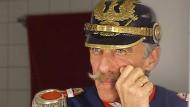 An Karneval mit Zwirbelbart und Pickelhaube: Gegen den Ex-Soldaten und AfD-Funktionär Uwe Junge werden Mobbingvorwürfe laut.